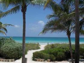 Apartamento Maravilhoso Perto da Marina e Frente ao Oceano $399,000