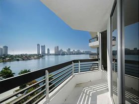 Aventura - Miami - Apartamento Predio Alto - 2 Quartos $400,000