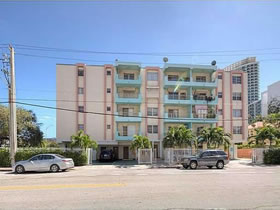 Apartamento Reformado a 2 quadras da Lincoln Rd. - South Beach - Miami Beach $280,000