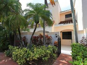 Apartamento 2 Quartos - Reformado - Aventura $324,900