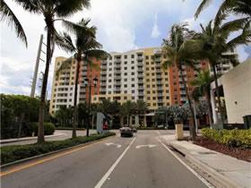 Apartamento Moderno / Chique em Aventura - MOBILIADO! $284,900