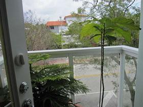 Apartamento a uma quadra da praia com 2 quartos em Miami Beach R$360,000
