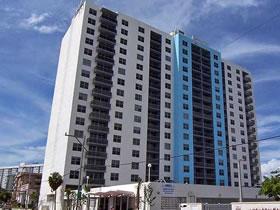 Apartamento em prédio com muito para oferecer em South Beach - Miami Beach $300,000