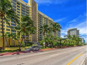 Apartamento 2/2 em Collins Ave - Miami Beach $375,000