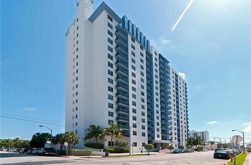 Apartamento 2/2 a uma quadra da praia em Miami Beach $375,000