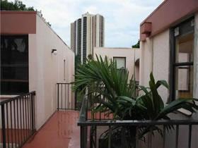 Apartamento com 2 quartos todo reformado em Aventura - Miami $249,000
