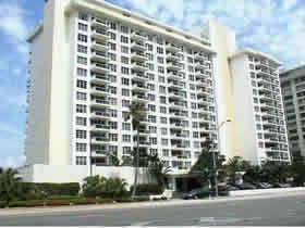 Apartamento 2 Quartos - Millionaires Row - Collins Ave em Miami Beach $389,000