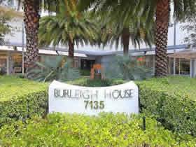 Apartamento em prédio de frente ao mar - Millionaires Row - Collins Ave em Miami Beach $255,000