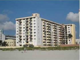 Apartamento em predio no Ocean Drive em frente a praia em South Beach $298,000