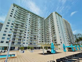 Prédio em frente a praia - Collins Ave - Millionaires Row Miami Beach $320,000