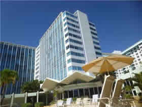 Apartamento em frente a praia em Collins Ave - Millionaires Row - Miami Beach $349,000