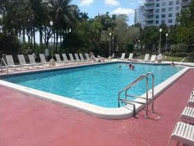Apartamento reformado 2 quartos em Aventura - Miami $245,000