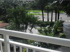 Apartamento de 2 quartos perto da praia ao lado do Shopping Aventura $450,000
