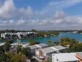 Apartamento de 2 quartos com bom preço em Miami Beach $243,000