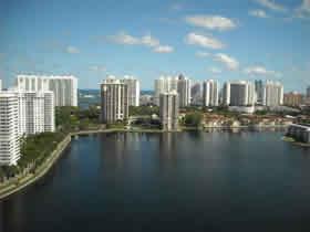 Apartamento de 2 quartos em Aventura perto do Shopping e Sunny Isles Beach $229,000