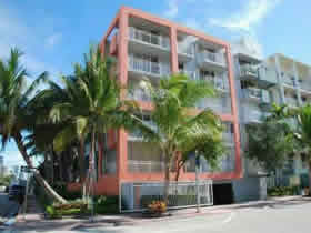 Apartamento de 2 quartos no Collins Ave - Miami Beach $385,000