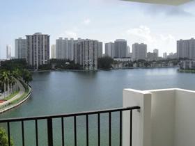 Apartamento todo reformado com vista maravilhosa em Aventura - Miami $305,000