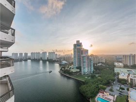 Apartamento de 2 quartos com varandão no Torre 500 em Aventura - Miami $425,000