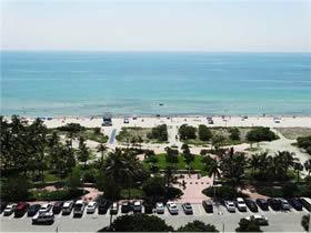 Apartamento de 2 quartos em frente a praia - Collins Ave - Miami Beach $450,000