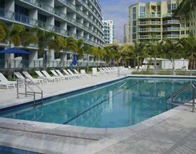 Apartamento chique em prédio moderno no bairro nobre de Aventura - Miami $360,000
