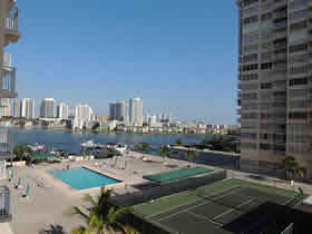 Lindo apartamento de 2 quartos todo reformado em Aventura - Miami $285,000