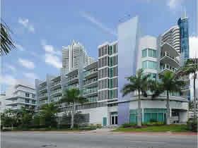 Apartamento de 2 quartos - travessa rua para praia em Miami Beach $449,000