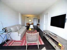 Apartamento de 2 quartos todo reformado em Aventura Miami $299,000