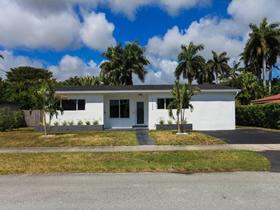 Casa de 4 quartos toda reformada em Aventura - Miami $395,000
