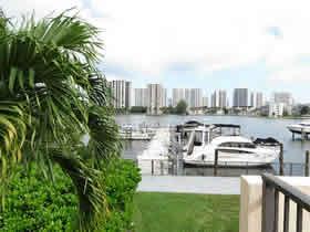 Apto. Contemporâneo todo reformado com 2 quartos em Aventura - Miami $399,000