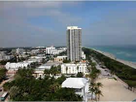 Apto. em frente a praia com varanda em Miami Beach $338,000