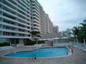Apartamento de 2 quartos em frente a praia - Collins Ave - Millionaires Row - Miami Beach $449,000