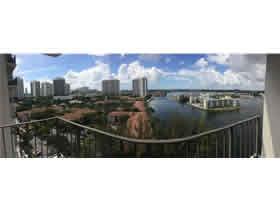 Apartamento de 2 quartos todo reformado com vista em Aventura - Miami $370,000