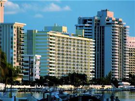 Apartamento de 2 quartos - travessa rua para praia - Miami Beach $434,750