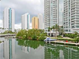 Apartamento De Luxo St.Tropes - Sunny Isles - Miami Beach $1,350,000