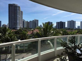 Apartamento Lindo de 2 quartos com Vista do Mar em Aventura - Miami $289,000