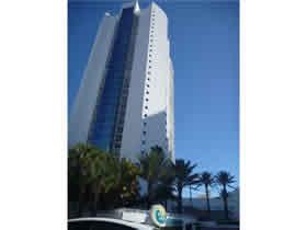 Apartamento em frente a praia em Sunny Isles - Miami Beach $900,000
