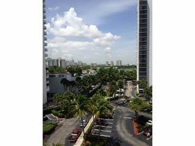 Apto reformado com 2 varandas em Aventura - Miami $350,000