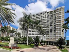 Apartamento de 2 quartos em frente a praia - Bal Harbour - Miami Beach $479,000