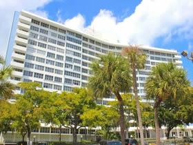 Apartamento de 2 quartos Contemporâneo em Miami Beach $239,000
