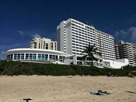 Apartamento de 2 quartos em frente a praia em hotel de luxo - Miami Beach $355,000