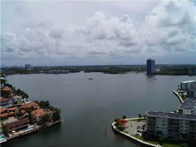 Apartamento de 2 Quartos Todo Reformado em Aventura - Miami $400,000