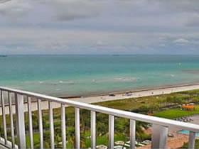 Apartamento à Venda em Frente a Praia em Miami Beach $385,000