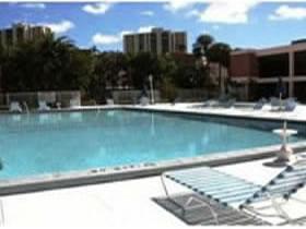 Apartamento Reformado de 2 Quartos com Vista para o Mar em Aventura - Miami $240,000