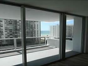 Apartamento chique de 2 Quartos com varanda no Millionaires Row - Collins Ave - Miami Beach $339,000