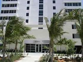 Apto de 2 Quartos em Prédio de Moderno de Luxo em Miami Beach $379,000
