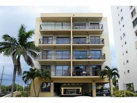 Apartamento de 2 Quartos em Frente a Praia - Collins ave - Millionaires Row - Miami Beach $349,000