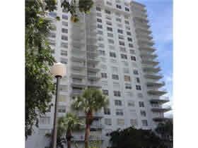 Apartamento Espaçoso de 2 Quartos com Varanda em Aventura - Miami $395,000