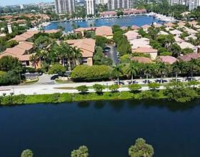 Apto perto de Shopping Aventura - Aventura - Miami (2 quartos) $300,000