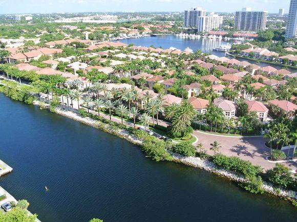Apartamento em Aventura -Miami - Chique! todo branquinho - 2 dormitorios - $370,000