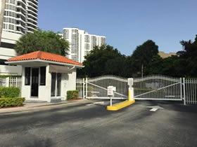 Apartamento de 3 dormitorios com veranda em Aventura - Miami - $299,000